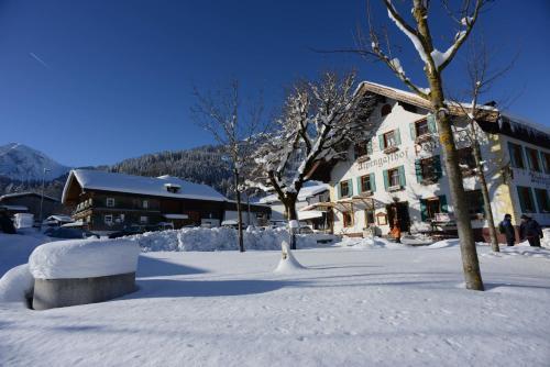 Foto Hotel: Alpengasthof zur Post, Schattwald