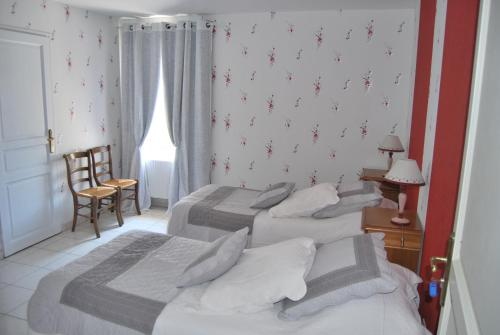Hotel Pictures: , Saint-Jean-d'Ardières