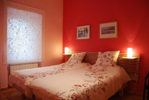 Hotel Pictures: Alojamiento Antigua Casa de Telefonos, El Berrueco
