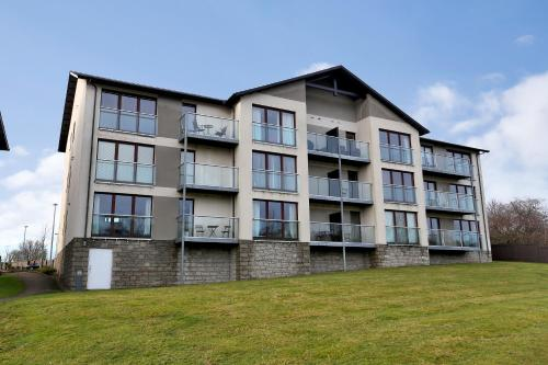 Town & Country Apartments - Burnside Drive