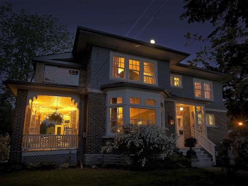Hotel Pictures: The Captain's House heritage bed & breakfast, Midland