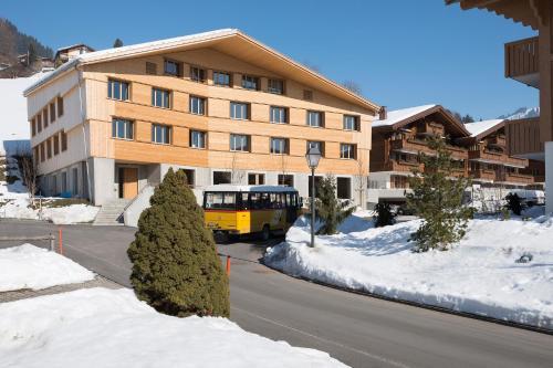 Hotel Pictures: Gstaad Saanenland Youth Hostel, Saanen
