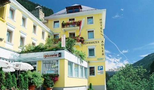 Zdjęcia hotelu: Hotel Schwarzer Adler, Landeck