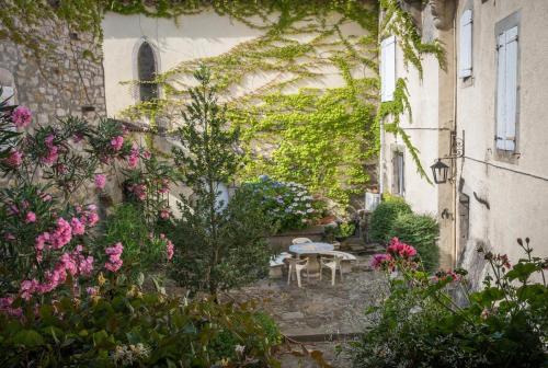 Hotel Pictures: Manoir de Champvert, Les Vans