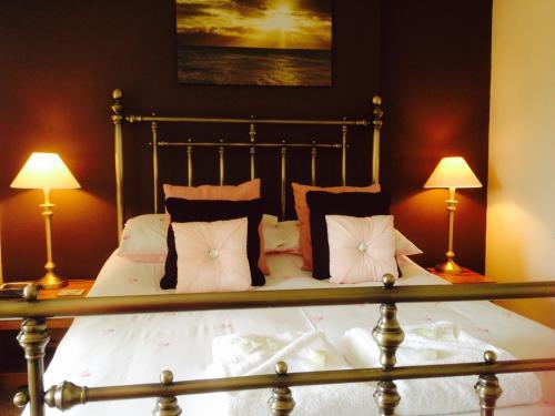 Hotel Pictures: The Bernay, Sandown