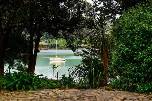 A piscina localizada em Annandale Coastal Farm Escape & Luxury Villa Collection ou nos arredores