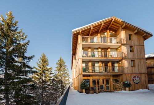 Hotel Pictures: Lagrange Vacances Les 3 Glaciers, Bellentre