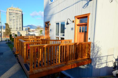 Hotel Pictures: First Avenue Executive Suites, Prince Rupert