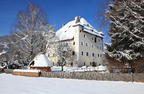 Hotellikuvia: Saalhof Castle, Maishofen