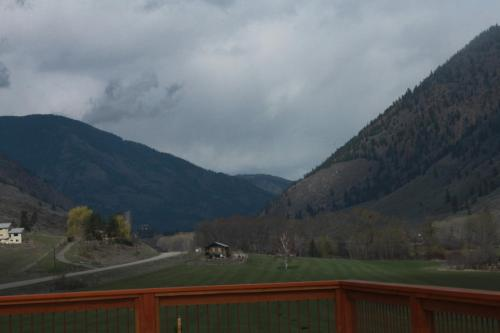 Hotel Pictures: Tree To Me, Keremeos