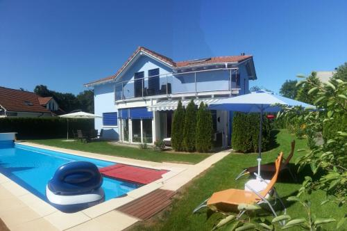 Hotel Pictures: House with Pool, Whirlpool and Sauna, Dottikon