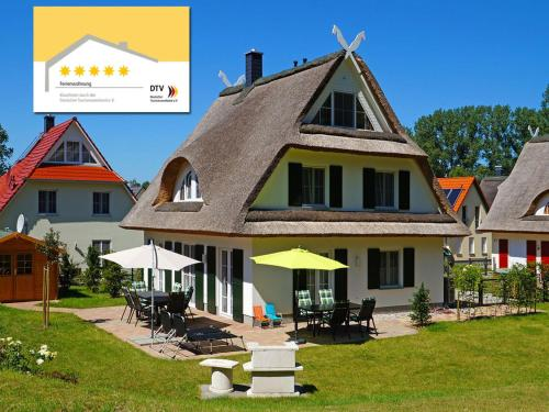 Hotel Pictures: Ferienhaus Reethaus Leda, Glowe