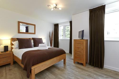 Hotel Pictures: New Central Apartments, Woking