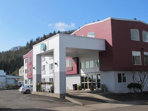 The Garibaldi House Inn and Suites