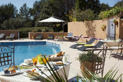 Hotel Pictures: , Roussillon