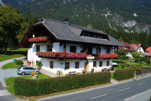 Hotel Pictures: Gästehaus Lindermuth, Presseggersee