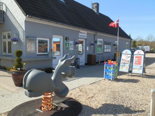 Hotel Pictures: Hobro City Camping Gattenborg, Hobro