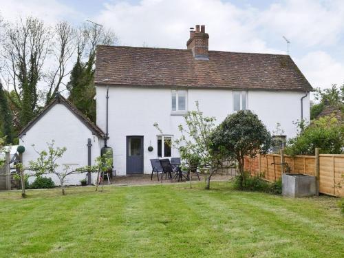 Hotel Pictures: Primrose Cottage, Ockley