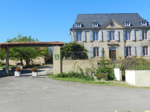 Hotel Pictures: Château Sauvéméa, Arrosés