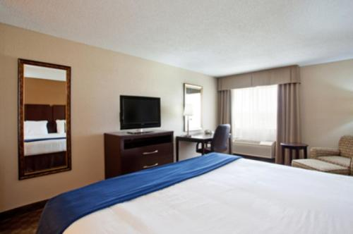 Holiday Inn Express Tuscola Review