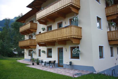 ホテル写真: Ferienwohnungen Kröll, Schwendau