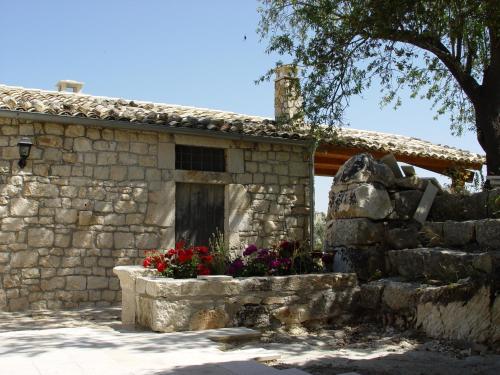 Cava d 39 ispica turismo modica viamichelin for Piccole case di campagna francesi