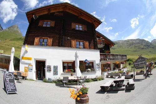 Hotel Pictures: Alpenblick, Juf