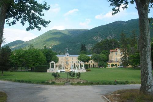 Hotel Pictures: , Montbrun-les-Bains