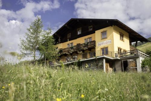 ホテル写真: Alpengasthof Karalm, ラウリス