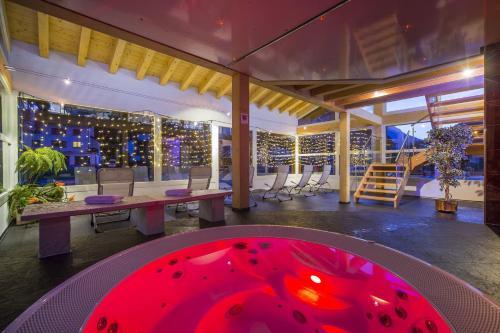 Hotel Pictures: Wellness- und Schneesporthotel Christiania, Saas-Almagell