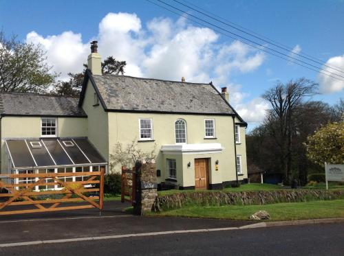 Hotel Pictures: The Spinney, Barnstaple