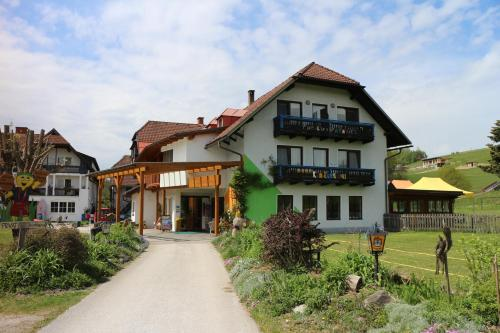 Hotellikuvia: Familienparadies Reichenhauser, Keutschach am See
