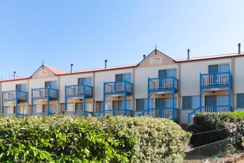 Фотографии отеля: Amos House & Swansea Ocean Villas, Swansea