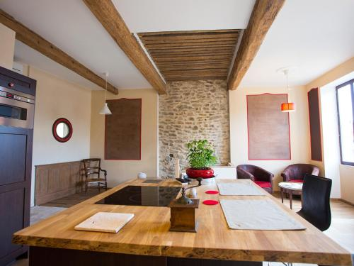 Hotel Pictures: Apartments La Comédie de Pézenas, Pézenas