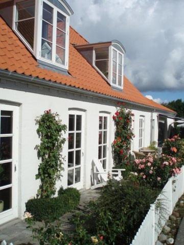 Hotel Pictures: Balliwood B&B, Samsø