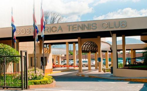 Sports & Tennis Club Hotel