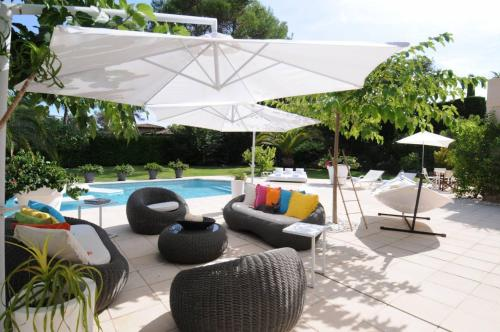 Hotel Pictures: Design and Luxe Mougin Summer Villa, Vallauris
