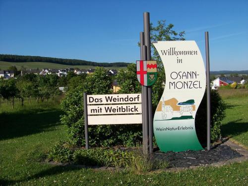 Hotel Pictures: Ferienwohnung Rosengarten, Osann-Monzel