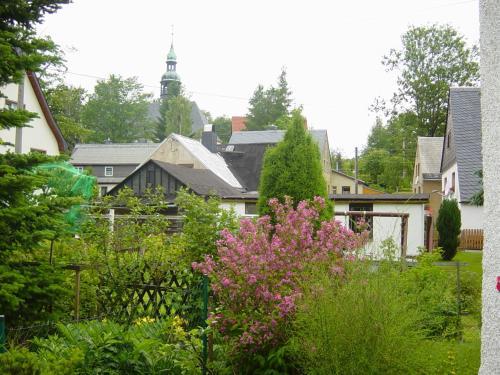 Hotel Pictures: Ferienwohnung Bimmelbahn-Blick, Neudorf