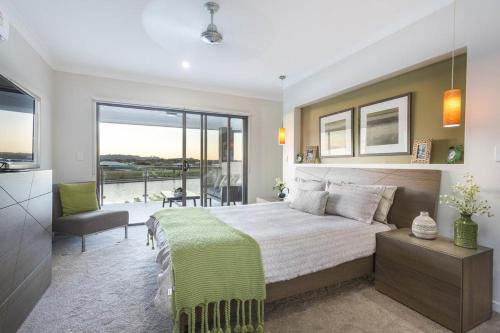 Hotel Pictures: Brightwater Executive Home, Mooloolaba