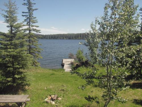 Hotel Pictures: Pine Point Resort, Nimpo Lake