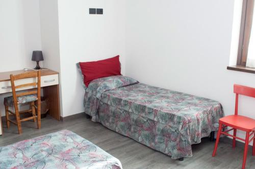 Hotel Pictures: Il Mandorlo Rooms&garden, Tempera