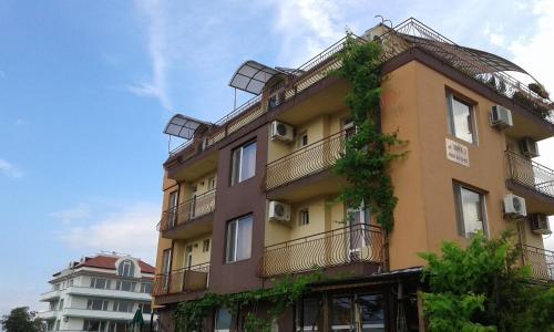 Фотографии отеля: Zora Guest House, Приморско