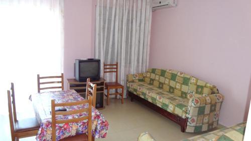 Fotos de l'hotel: First Line Apartment, Durrës