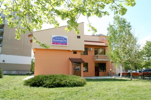 ホテル写真: Interrum Hotel, Razgrad