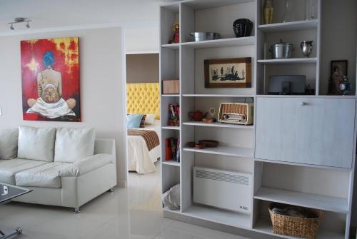 Hotel Pictures: Petit Bijoux - Artist Apartment, Concón