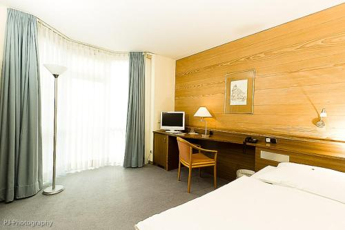 h rth hotels hotel booking in h rth viamichelin. Black Bedroom Furniture Sets. Home Design Ideas