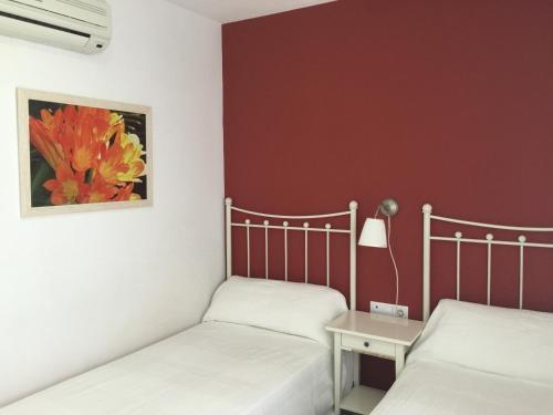 Hotel Pictures: Hostal Monteluna, Rociana
