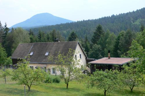 Hotel Pictures: TRIXI´S GUESTHOUSE, Hřensko