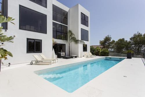 Hotel Pictures: Architecture Villa in Sitges Hills, Olivella